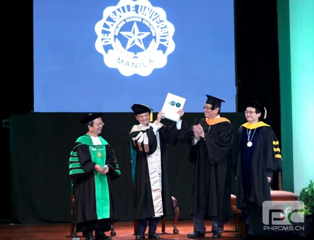 马云被授予德拉萨大学首个科技创业名誉博士学位